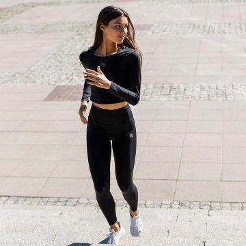 Kto choć raz poczuł radość z przejścia wyczerpującego treningu wie, że to fantastyczne uczucie! Znacie je z autopsji? ;) W naszej nowej kolekcji treningowej dopracowaliśmy do perfekcji odzież sportową, w której poczujesz siłę  podczas wykonywania każdego rodzaju ćwiczeń - a radość z nich będzie podwójna, co widać po uśmiechu @aleksaandrazebrowska   📷 @soundofshutter.pl   #motivation #gymmotivation #gymwear #rrazem #trening #kolekcjatreningowa
