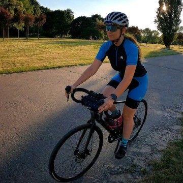 """""""Czym jest dla mnie jazda na rowerze?  Jazda na rowerze jest dla mnie przede wszystkim najlepszym spalaczem nadprogramowych kalorii. Jest też doskonałym sposobem na przewietrzenie głowy i codzienne, mniej lub bardziej trafne przemyślenia""""  pisze @rowerowa_joanna pod jednym ze swoich zdjęć - a co Wy czujecie, gdy wsiadacie na swoje dwa kółka? Czy dla Was to też wielka pasja i ogromny przypływ endorfin? 🚴♀  #roughradical #rrazem #trening #rower #bike #rowelove #kolarstwo #bikerride #cyclinglife"""